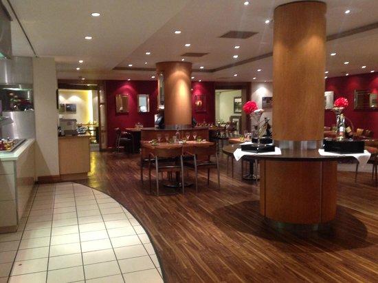 Holiday Inn London-Gatwick Airport: restaurant