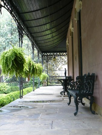 Green-Meldrim House: Porch to side of house