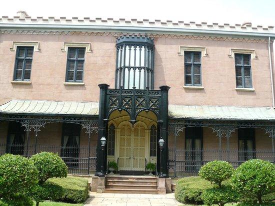 Green-Meldrim House: Front garden