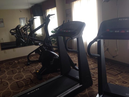 "Hawthorn Suites by Wyndham Akron/Seville : ""Exercise room"""