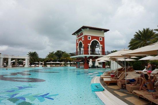 Sandals Grande Antigua Resort & Spa : Nice  Pool