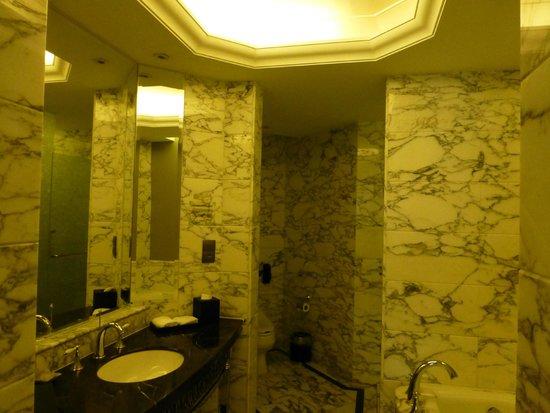 The Bund Riverside Hotel: Bathroom