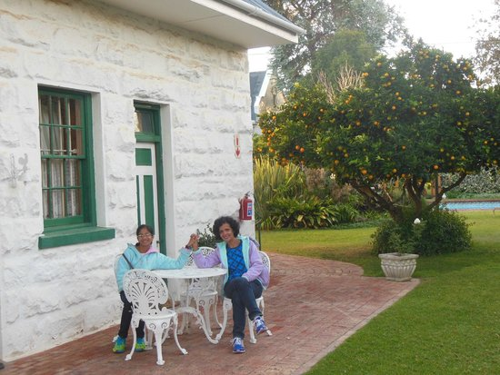 La Pension Guest House: Just outside the cottage in the morning