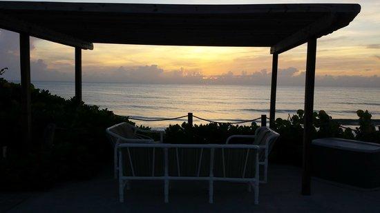 Sea View Inn: sunrise on the patio