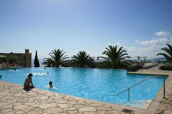 MarBella Corfu Hotel: Infinitypool