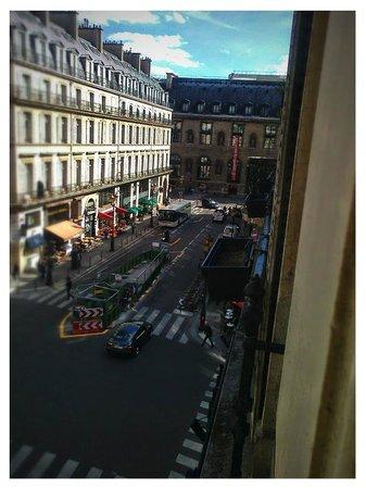 Normandy Hotel: Вид на Лувр