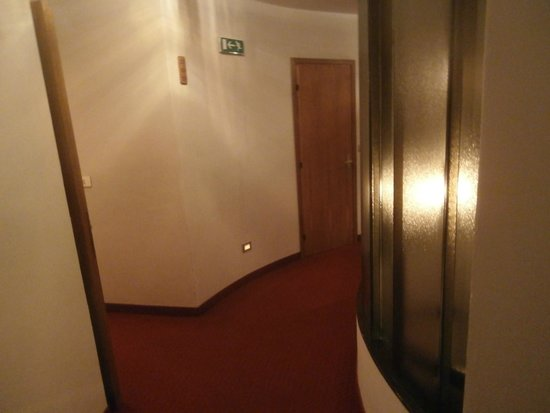 Hotel Al Larice: Corridoio tondo