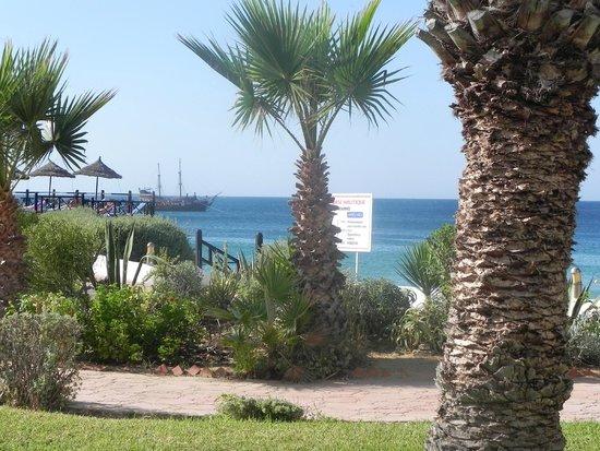 Regency Hotel and Spa : Widok na morze od strony basenu