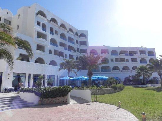Regency Hotel and Spa : Widok od strony basenu