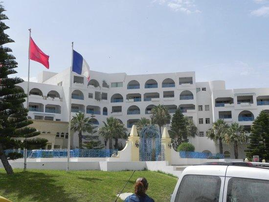 Hotel Regency: Od strony wejścia