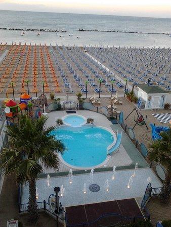 Hotel Belsoggiorno: panorama stanza fronte mare giorno