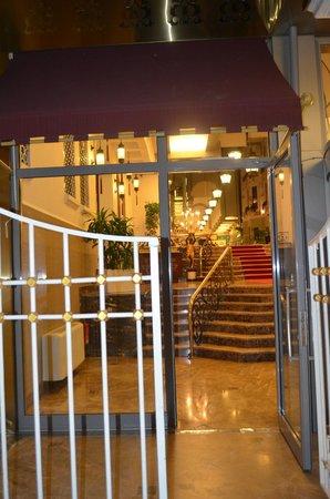 Wyndham Istanbul Old City Hotel: Entrada do Hotel