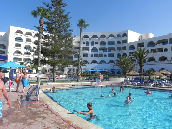 Hotel Regency: Nad basenem