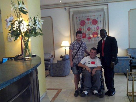 Hotel Roger De Lluria Barcelona: In hotel con Momo, David e Lina