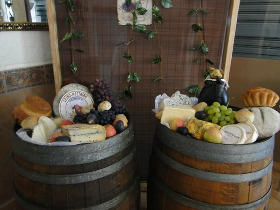 Le Petit Cochon: All cheese directly from France