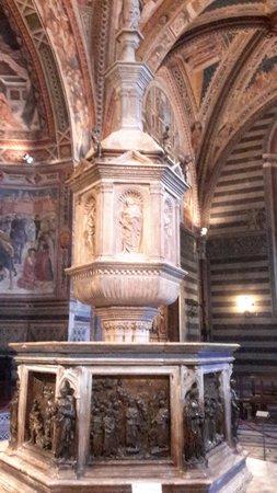 Battistero di San Giovanni : Купель