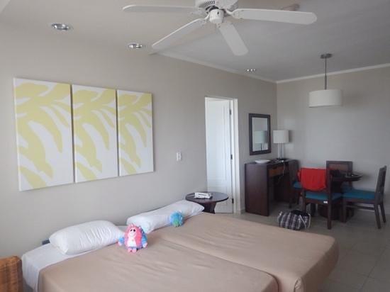 Hotel Playa Cayo Santa Maria : Salon avec table