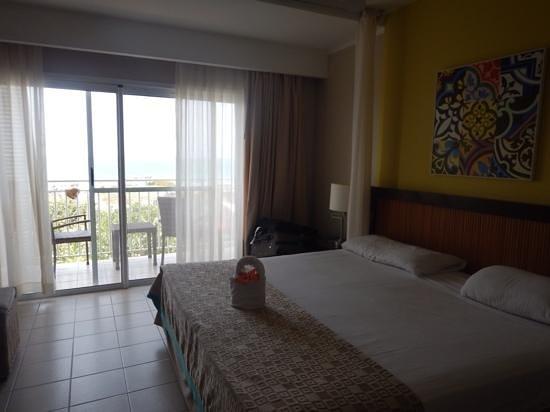 Hotel Playa Cayo Santa Maria : chambre fermée avec porte patio