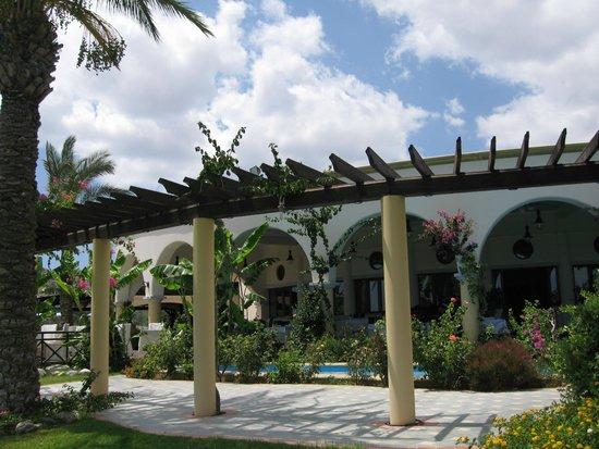 Atrium Palace Thalasso Spa Resort & Villas: Ресторан у пляжа