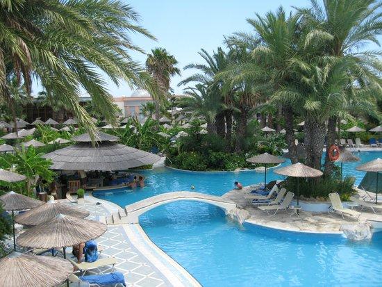 Atrium Palace Thalasso Spa Resort & Villas: Бассейн