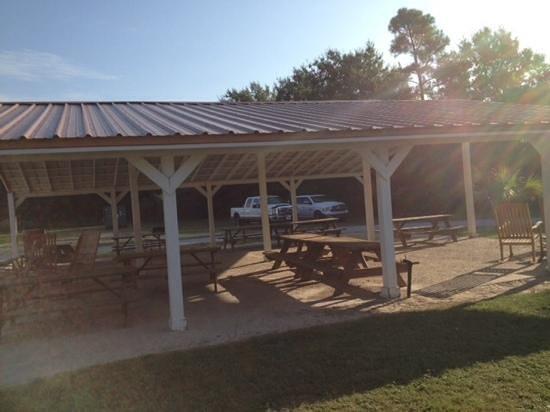 Cajun RV Park : Outdoor pavilion