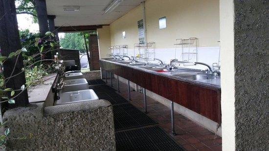 River Dart Country Park: Great washing up facilities!