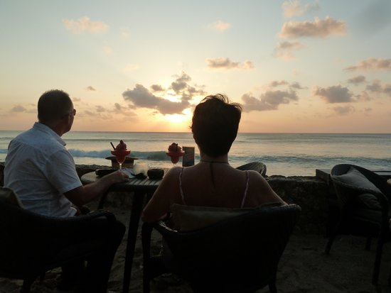The Laguna, a Luxury Collection Resort & Spa : Sunset at the Rockbar