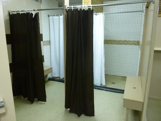 Cooper Creek Resort and RV Park: Campground showers