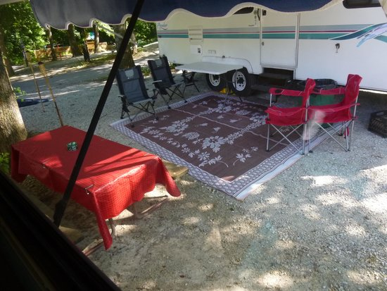 Cooper Creek Resort and RV Park: Neighbors table under our awning