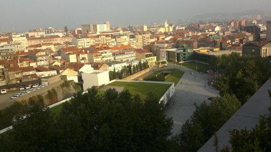 Hotel Porto Trindade: Vista desde terraza / Primer término estación Metro