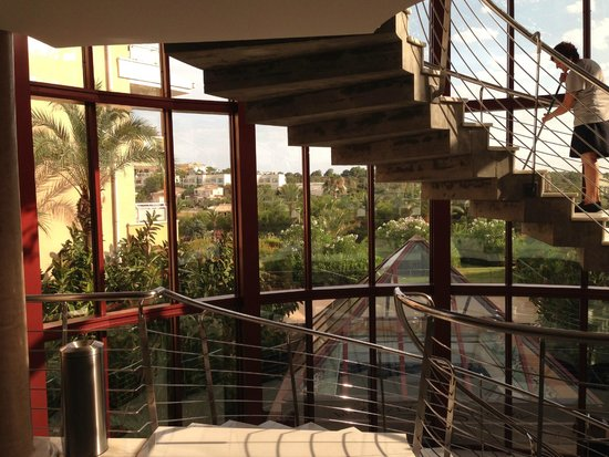 Insotel Cala Mandia Resort & Spa : one of many stairs lifts are available