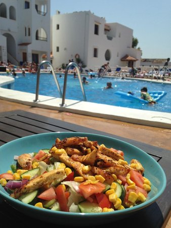 Holiday Park Apartments: Cajun Chicken Salad by the pool - yum yum!!