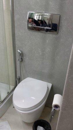 Residency Hotel: Bathroom