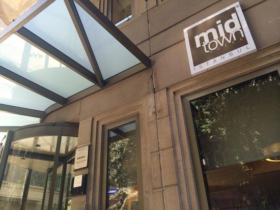 Midtown Hotel : Midtown facade.