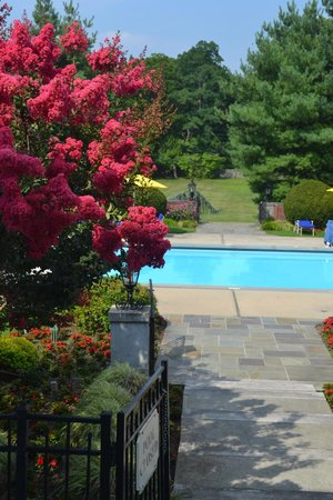 Glen Cove Mansion and Conference Center: pool out door,