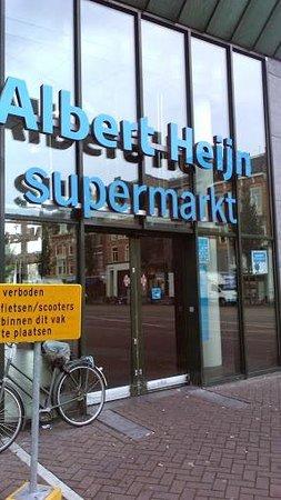 Hotel Van Gogh: Supermarket nearby