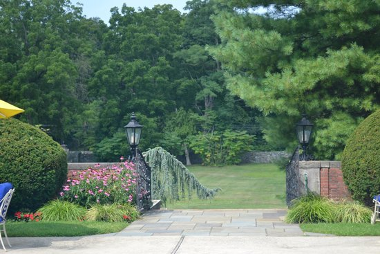 Glen Cove Mansion and Conference Center: pool garden