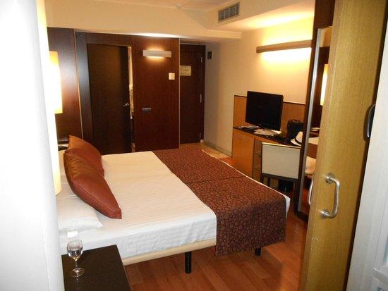 Catalonia Atenas Hotel: Habitacion