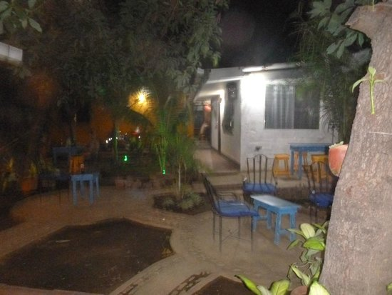 Latina Hostal: outdoors relaxing area