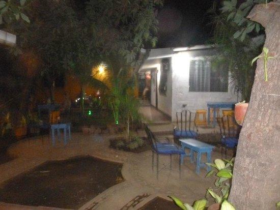 Latina Hostal : outdoors relaxing area