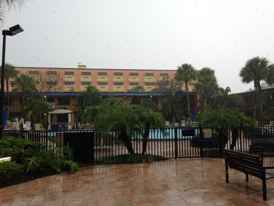 Coco Key Hotel and Water Park Resort: Coco Key on a rainy day