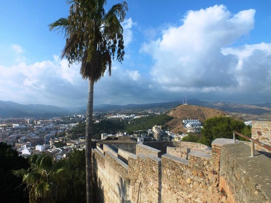 Castillo de Gibralfaro : Вид на город с крепости