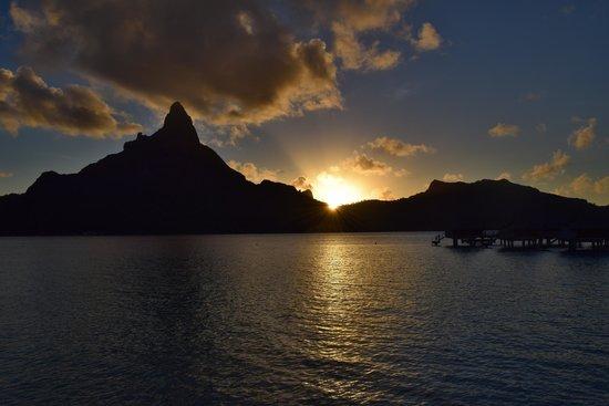 InterContinental Bora Bora Resort & Thalasso Spa : Sunset from the room