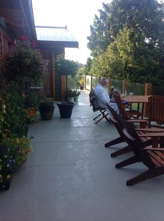 Bostrom's B&B On Little Beach Bay: Early morning coffee on the deck