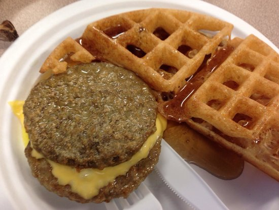 Baymont Inn & Suites Marinette: Breakfast!  (They had buns for the sausage, but I chose a waffle!)
