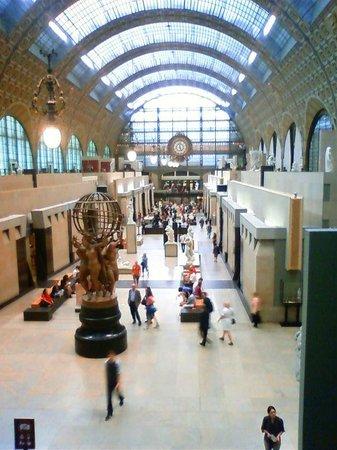 Musée d'Orsay: かつて駅のコンコースだった様子が分かります。