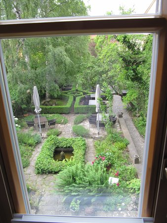 Hotel Herrnschloesschen: View from the room's window and balcony overlooking the hotel's garden