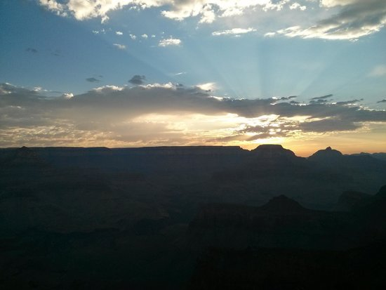 Four Season Guides - Day Hikes: Sunrise at Ooh Aah-point