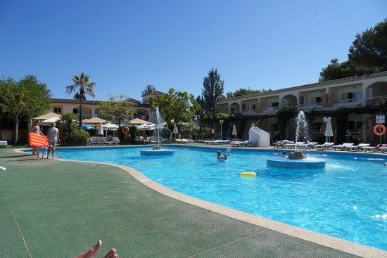 Mariner Club: By the pool