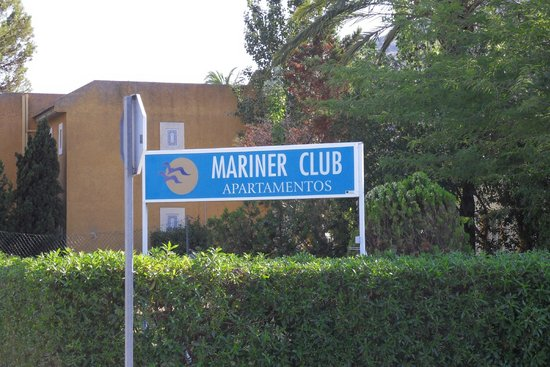 Mariner Club: Outside Hotel
